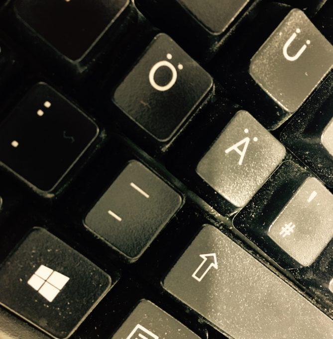 Bindestrich und Gedankenstrich auf der Tastatur