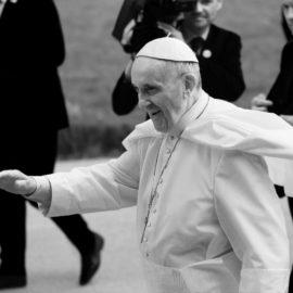 Friede den Kapellen, Krieg den Kathedralen – Nachruf auf ein PR-Genie