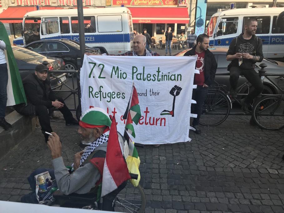 7,2 Millionen palästinensische Flüchtlinge fordern ihr Recht auf Rückkehr, heißt es auf dem Plakat7,2 Millionen palästinensische Flüchtlinge fordern ihr Recht auf Rückkehr, heißt es auf dem Plakat