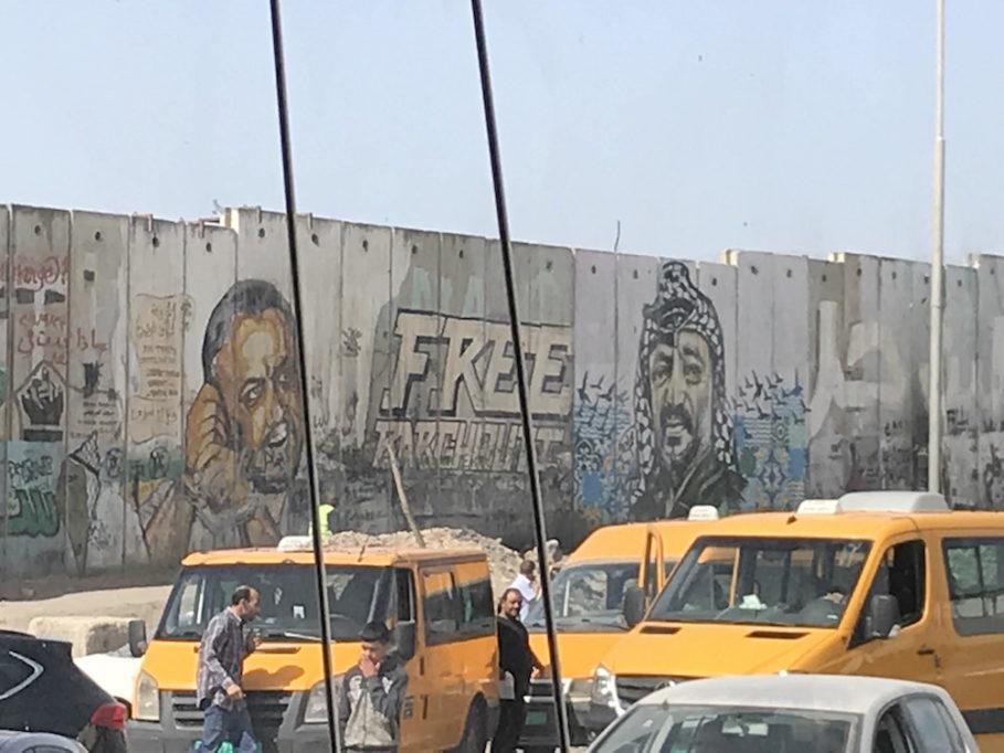 Grafitti auf der West Bank-Seite der Sperrmauer (Foto: Til Biermann)