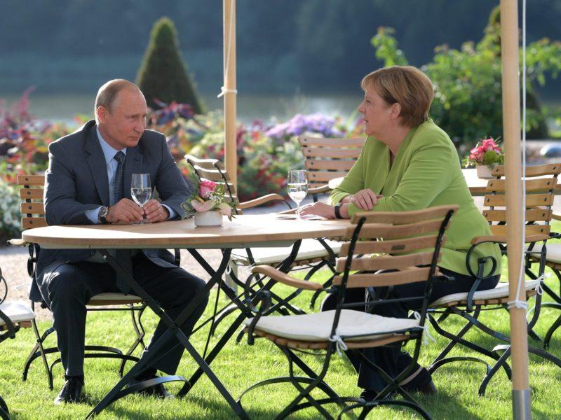 Putin und Merkel in Meseberg