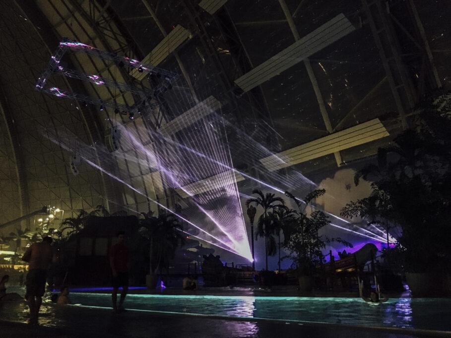 Am Abend gibt es stets eine Lasershow (Foto: Anna Jane Brooks)