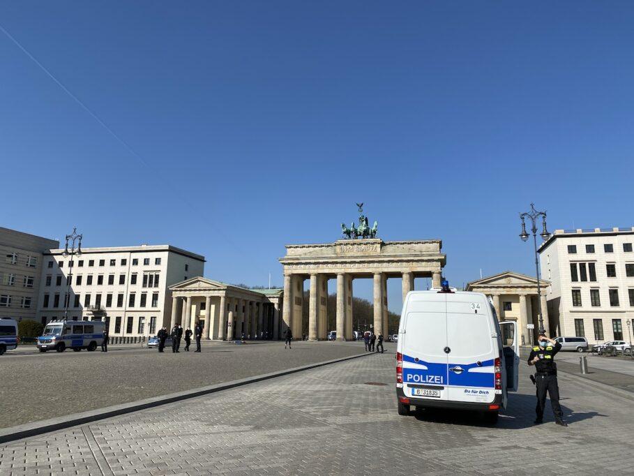 Die Plätze um das Brandenburger Tor wurde von der Polizei abgeriegelt